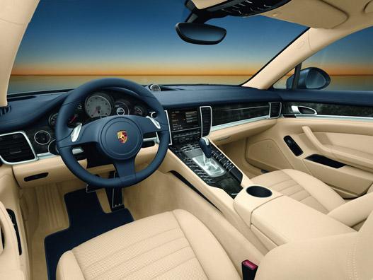 Innen abszolút Porsche. Nemcsak nézni, vezetni is