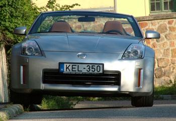 A motorháztető kicsit toyotás, a lámpa suzukis, az összhatás meg fenomenális