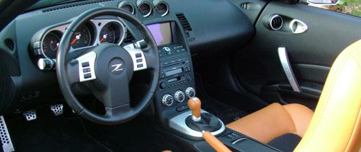 A Z Roadster utastere szűk, de nagyon igényes