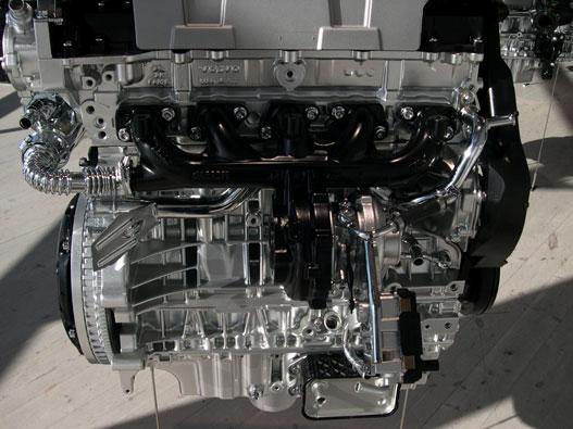 Dízelmotor, egybeöntött kipufogóva és turbóval