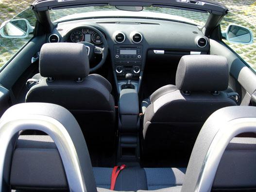 Audi-belső. Konzervatív, de könnyen megszokható