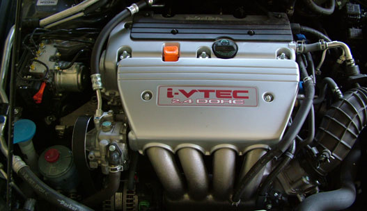 2,4 literes soros benzinmotor 190 lóerővel