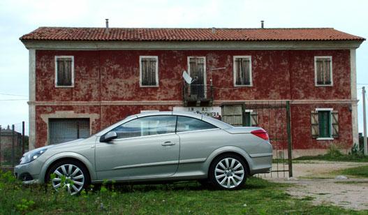 Fura, de a német autó beleillik az olasz képbe
