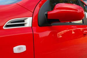 Lényeges elem: motorházfedél-zsanér szellőztetés