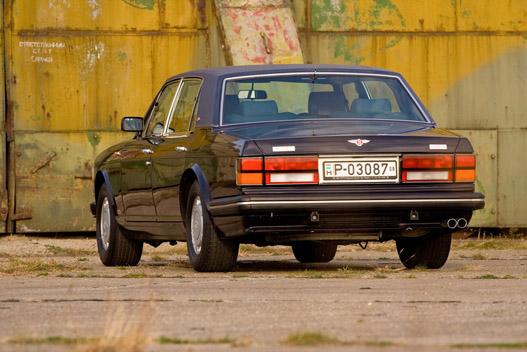 Ebből a szögből nem igazán karakteres, nem csoda, ha összekeverik holmi Volvókkal, BMW-kkel