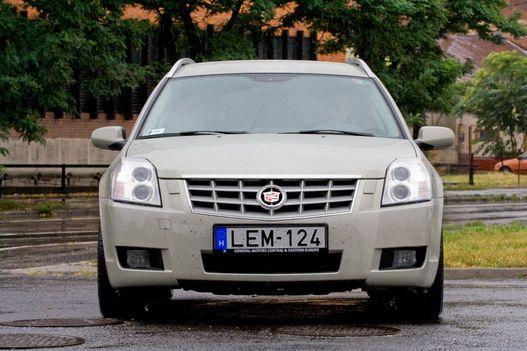 Xenon nélkül ma már nem illene gyors autót eladni, ebben volt