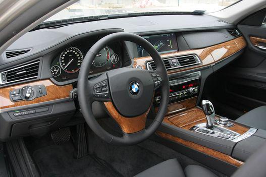 A BMW belátta: nem lehet megszabadulni a gomboktól