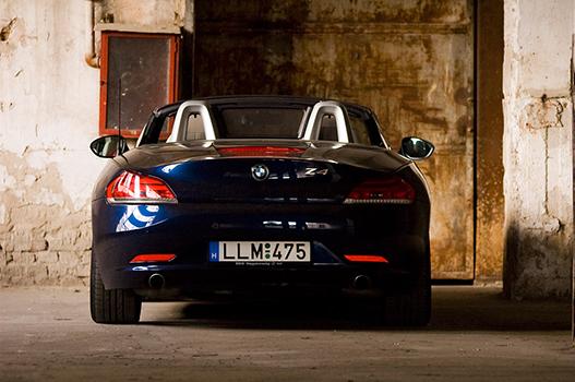 A széria autók közül ennek, és a 350Z-nek van a legszebb hangja. Na jó, az Escalade is ott van, meg a Corvette, de ha kizárjuk a nyolchengereseket, akkor ez a nyerő