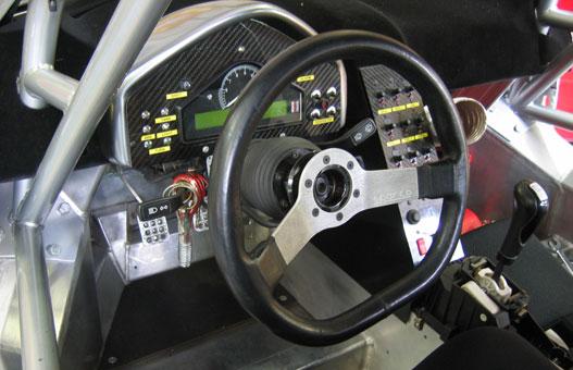 Sparco kormány, Porsche bajszok, egyedi műszerfal