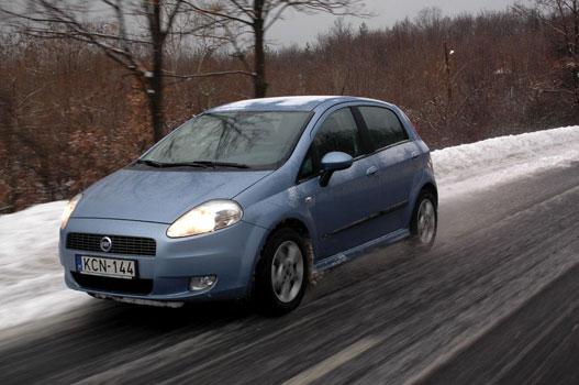 Totalcar - Tesztek - Teszt: Renault Clio - Fiat Grande Punto ... on fiat linea, fiat seicento, fiat doblo, fiat stilo, fiat 500 turbo, fiat bravo, fiat panda, fiat x1/9, fiat 500 abarth, fiat coupe, fiat cars, fiat 500l, fiat marea, fiat spider, fiat cinquecento, fiat multipla, fiat ritmo, fiat barchetta,