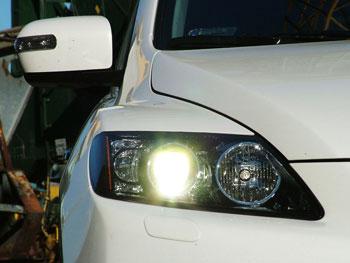 Az első lámpában is van egy kis Lexus