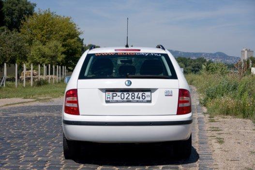 Az előző Polo-generáció rokona, csakhogy a VW-ből nem volt kombi