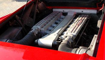 V12 700 lóerő