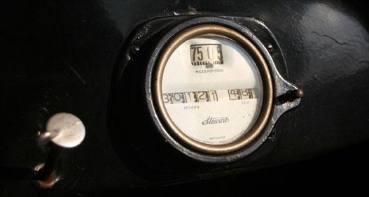 Miles per hour, of course. A bal oldali kis tekerentyű a benzin-levegő keveréket állítja