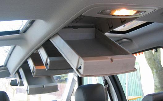Kérjük utasainkat, csomagjukat e fejük felett található poggyásztartóban helyezzék el!