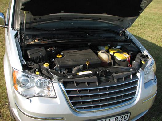 A 2,8 literes VM-dízel - akár az enyémben a 2,5 literes - nagyon nem illik a kocsihoz