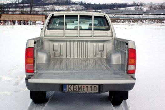 Tagadhatatlan teherautó, de dupla kabin nem hagy nagy platót Szélesség 1515mm, hosszúság: 1520 mm, magasság 450 mm