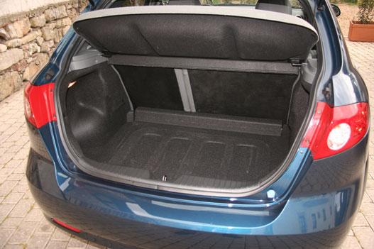 Megbocsáthatatlan bűn egy családi autónál: kisautónyi a csomagtartó a Lacettiben