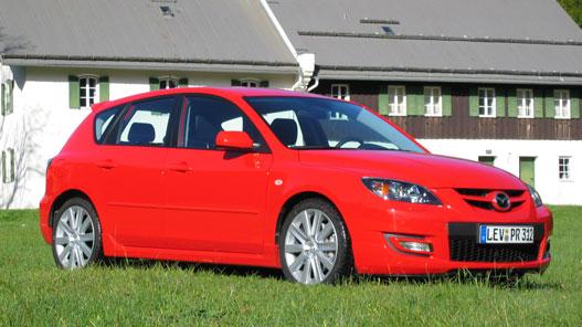 Sima Mazda 3-nak látszik, bárhonnan.