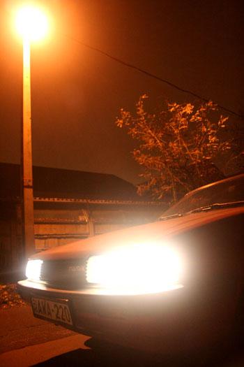 És mennyivel fényesebb a japán fényszóró, mint a magyar nátriumgőzlámpa! Mert biztos radioaktív