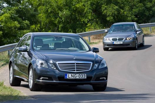 Alapárban alig 400 ezer Ft a különbség a Mercedes javára. De ki vesz ilyesmit alapáron?