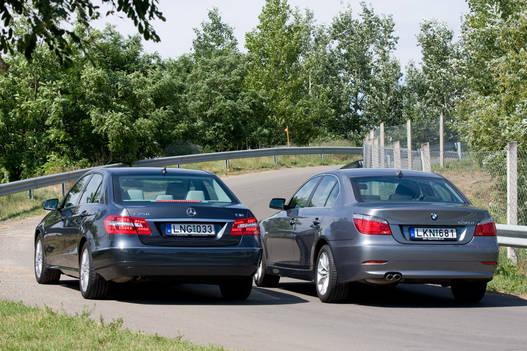 A BMW-nek picit nagyobb a tengelytávja, a Mercedesnek a nyomtávjai szélesebbek