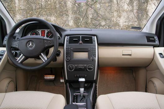 Minden olyan, amire egy Mercedesben számít az ember