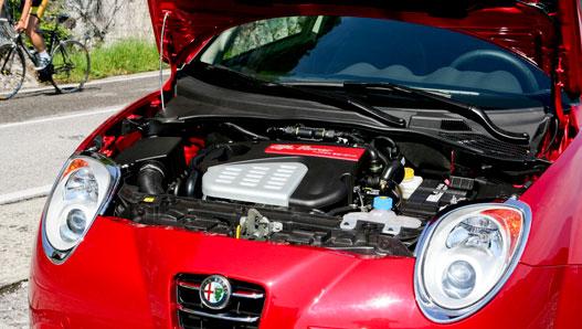 A motort már ismerjük több Fiatból, itt 155 lóerős. Egészen jól megy vele a MiTo