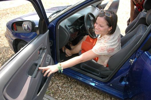 A Seatokat hosszú karokra és rövid lábakra méretezik.