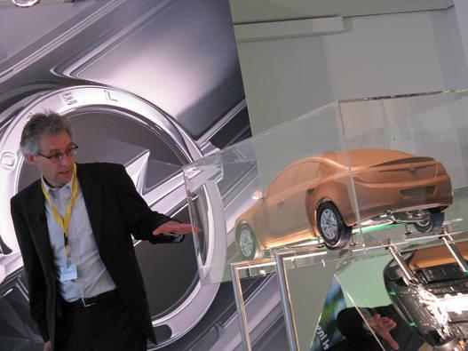 Az aerodinamikai fejlesztés vezetője és a méretarányos modell