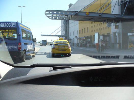 Az első taxi, amit láttunk, és rögtön egy Prius