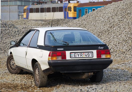 Hátulról nagyon Porsche 924