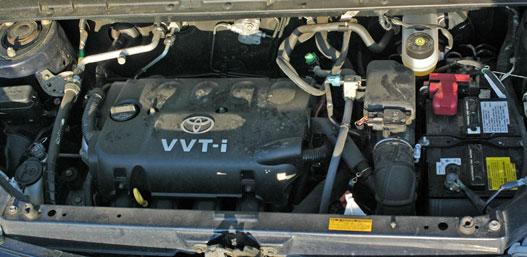 Az 1,5-ös VVT-i motor 108 LE maximális teljesítménye és 142 Nm nyomatéka éppen elegendő a mindennapokban