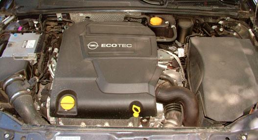 A dízelmotor csak alapjáraton hangos, egyébként csöndesen végzi a dolgát