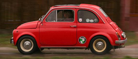 Hiába a szögazonos Fiat-kaszni, a Puchok mindig is szebben ültek.
