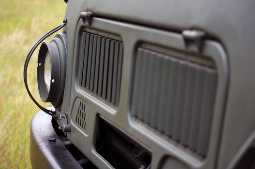 A motor közvetlen az orrban van