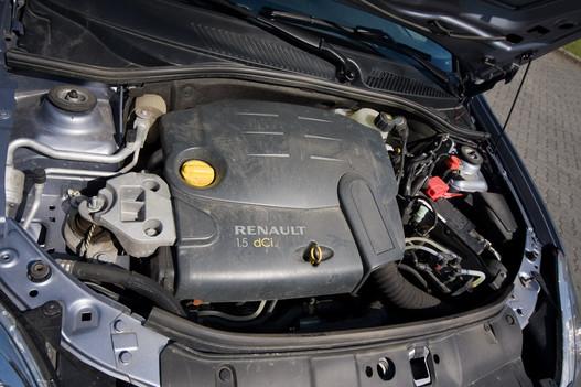 Jó motor, kedvező kötelező biztosítás 1,5 l alatt. És 12,3 alatt van százon