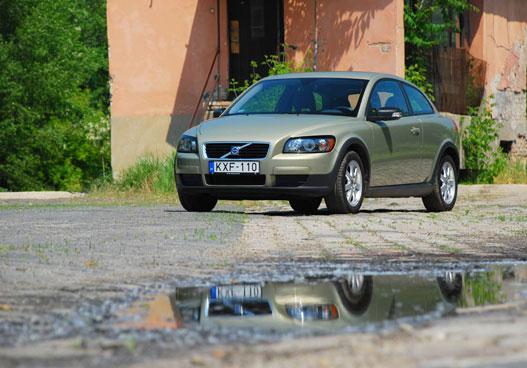 Volvo v40 1 8 műszaki adatok
