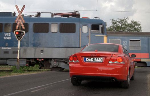Kék mozdony-piros mozdony