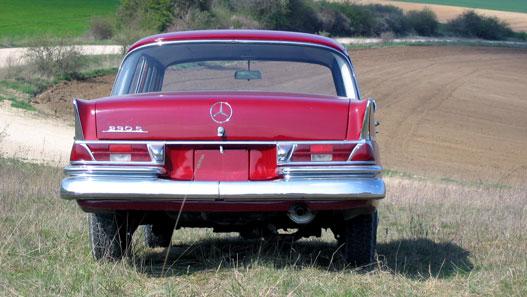Gyáva döntés a Mercedestől: legyen is, meg ne is fecskefarok