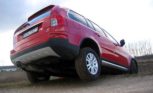 Egy ostorpattintás, és három lábon áll a Volvo!