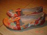 a két cipőt a 14.kerületben lehet megpróbálni 1e3a8cb45c