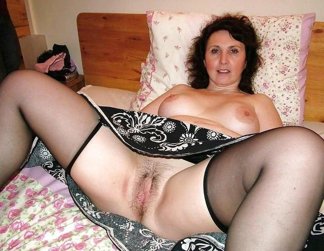 Milf spreads large asshole tres