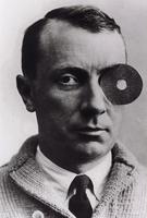 ean Hans Arp mit Nabelmonokel, 1926