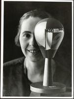 Sophie Taeuber mit Dada-Kopf