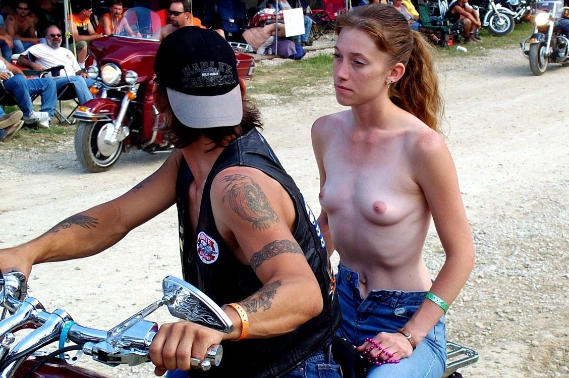 Biker babe decides to get naked and have a drilling action in the bed