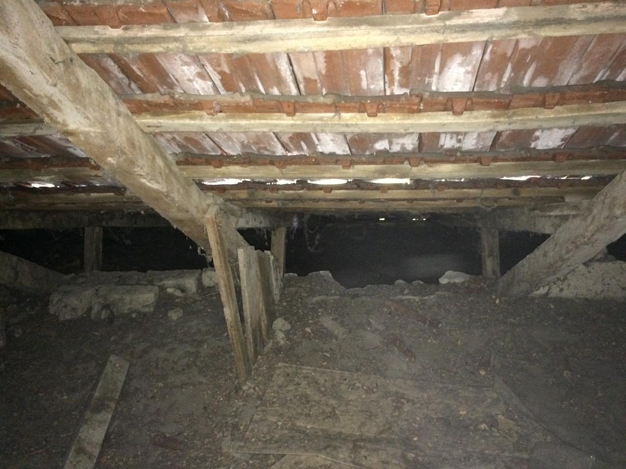 Vályogház tetőtér beépítés