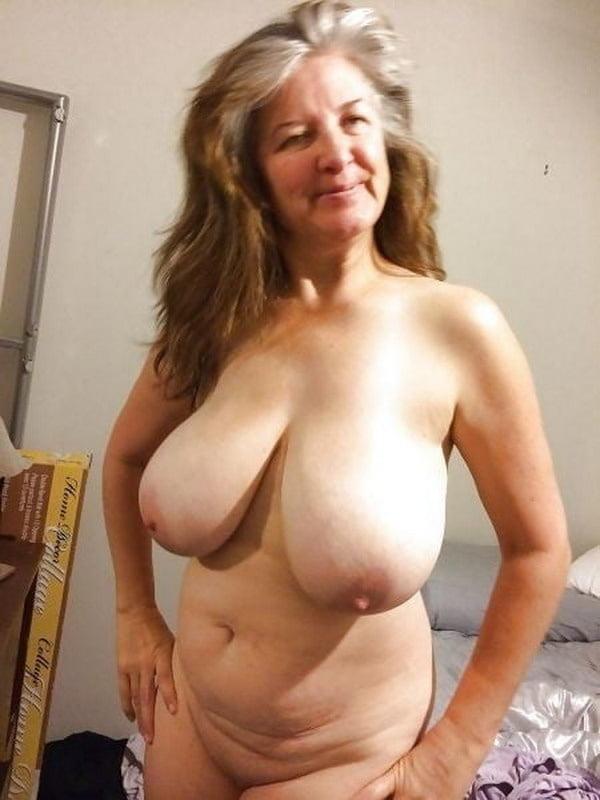 Nagy kövér fekete mama punci
