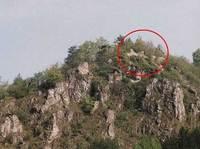 Piros körrel jelölve a várfalak