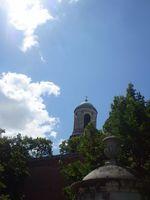 A Bazilika egyik tornya az esztergomi vár alól nézve